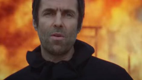 Liam Gallagher em clipe de Shockwave