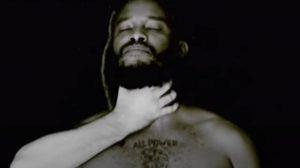 Cena do clipe de 'I Can't Breath', do Black Pantera