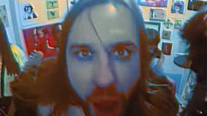 Bi Free em clipe de Mess (Youtube)