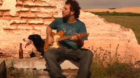 Felipe Cazaux em clipe de 2010 de sua carreira solo