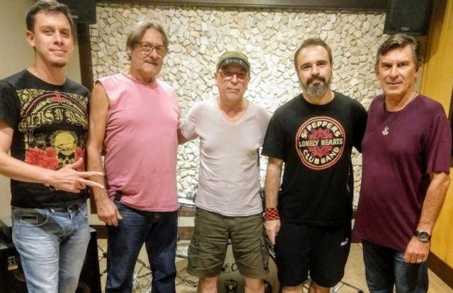 Cadu, Marinho, Geraldo, Ivan e Mario - formação que gravou os três primeiros singles de 2020