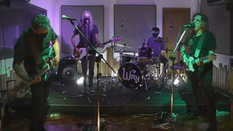 A banda Wry toca Noites Infinitas (Reprodução Youtube)