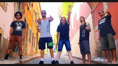 A banda Asfixia Social durante turnê europeia (Divulgação)