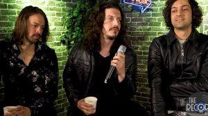 Os brasileiros da banda The Velvicks em entrevista nos EUA (Reprodução Youtube)